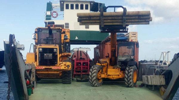 workboat digger forklifter