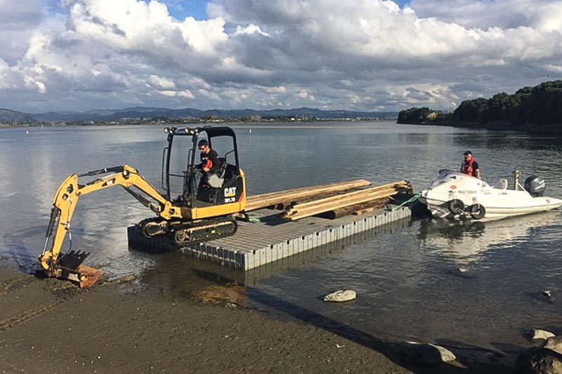 Mine Barge Digger Dredging workboat - Taruanga-New Zealand