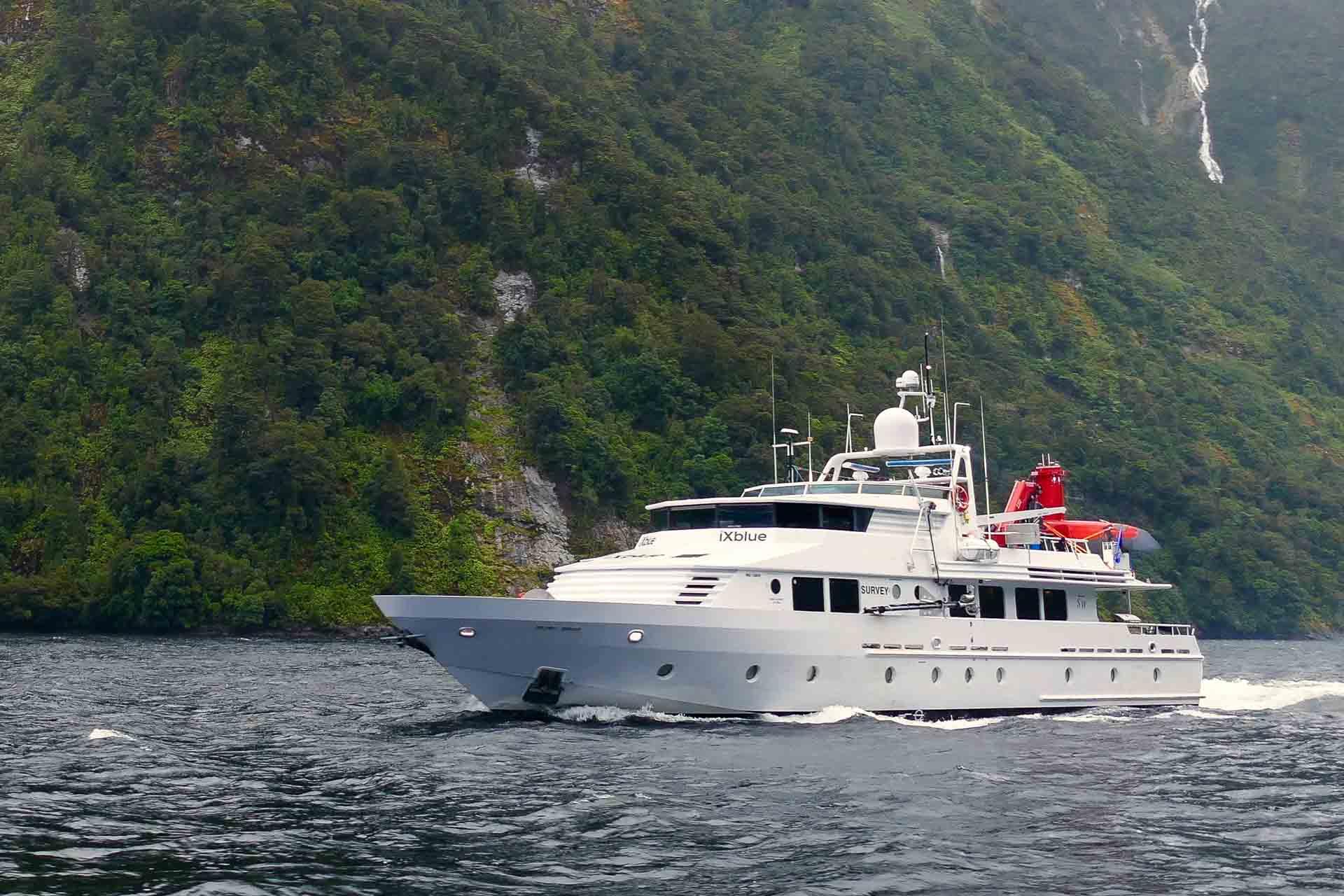 Pacific7 luxury offshore workboat - Fiordland - new zealand